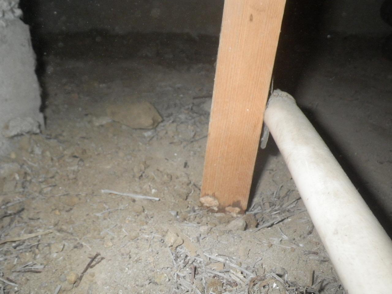 配管を支える為の補助材